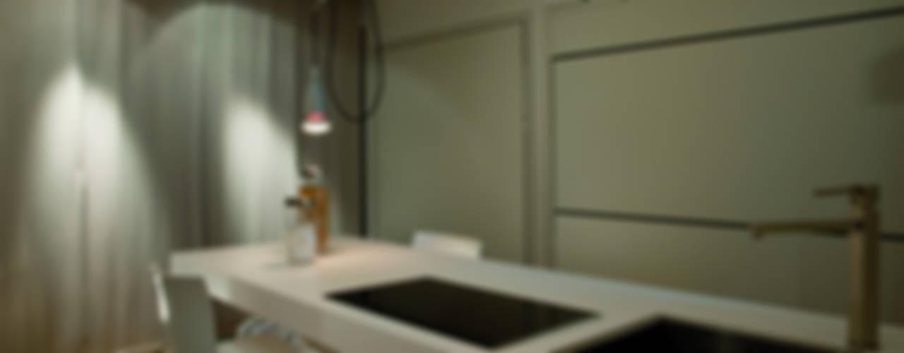 Abitazione LDS Soggiorno minimalista di INSIDESIGN STUDIOSTORE - MELMAN GROUP SRL Minimalista