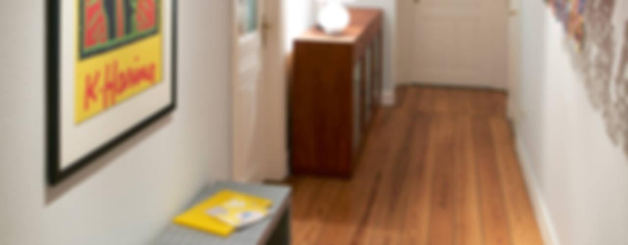 Umgestaltung einer Etagenwohnung in HH:  Flur & Diele von Stockhausen Fotodesign