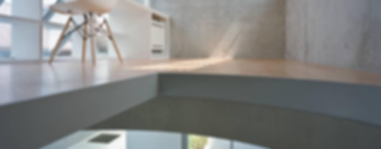 Рабочий кабинет в стиле модерн от 宮崎仁志建築設計事務所 Модерн
