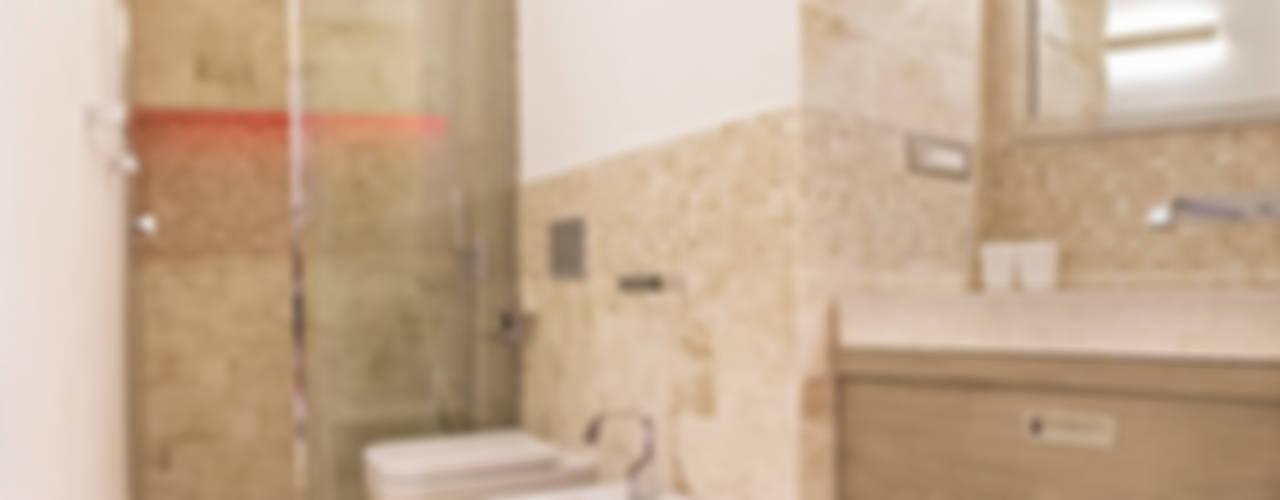 Baños de estilo  por Architetti Porto Cervo
