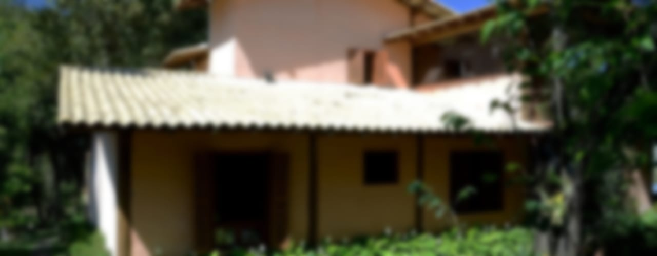 Casas rústicas por Arquitetamos Escritório Autônomo Rústico