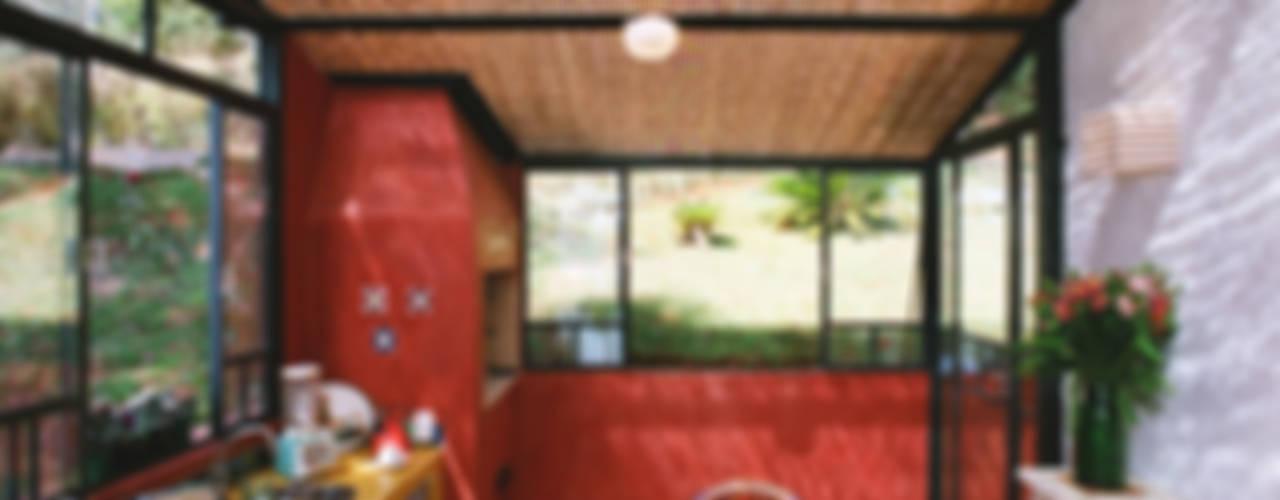 Casa de Campo - Ibiúna Cozinhas campestres por Célia Orlandi por Ato em Arte Campestre