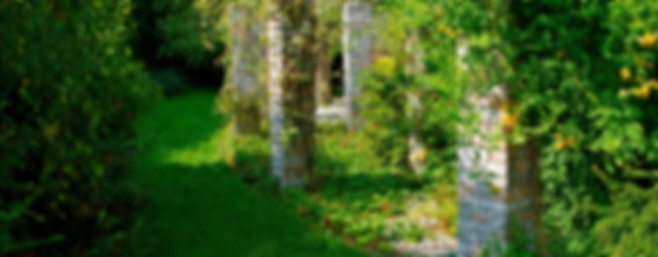 Ogród pełen zieleni: styl , w kategorii Ogród zaprojektowany przez Pracownia Projektowa Architektury Krajobrazu Januszówka,Klasyczny