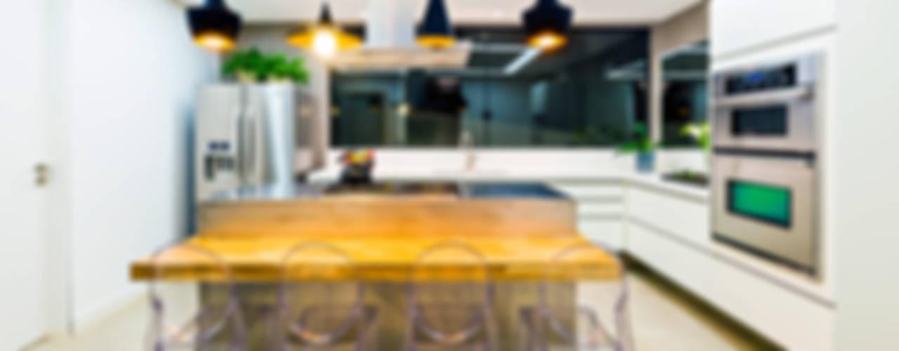Nhà bếp phong cách hiện đại bởi IE Arquitetura + Interiores Hiện đại