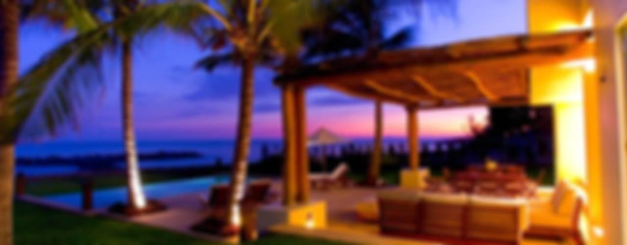 Varandas, alpendres e terraços tropicais por BR ARQUITECTOS Tropical