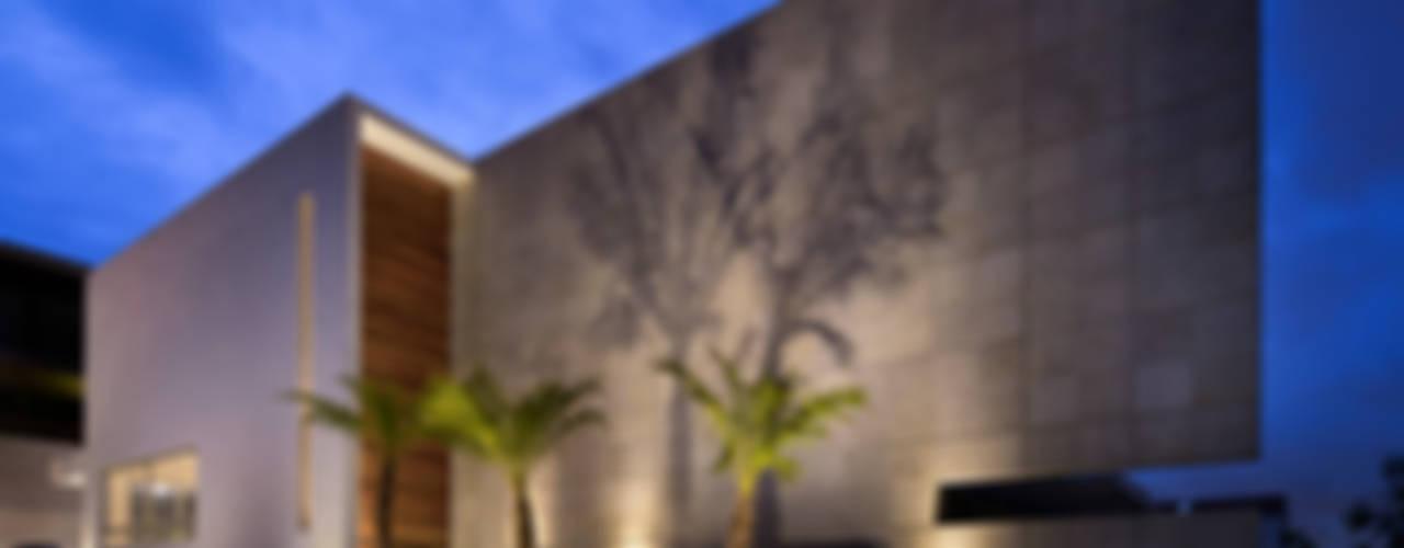 C +C FACHADA : Casas de estilo  por Micheas Arquitectos