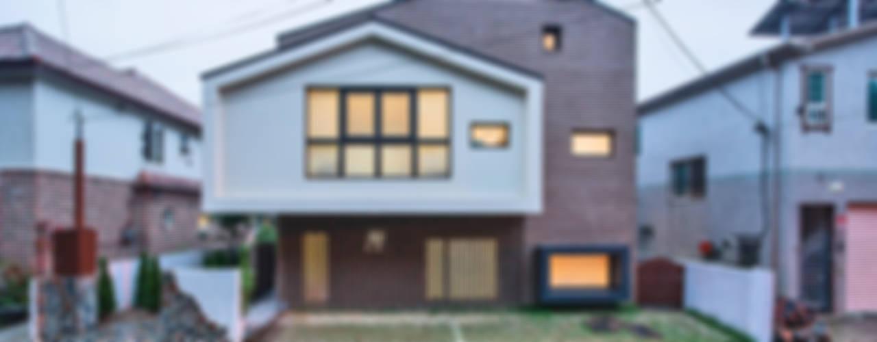 Modern houses by (주)유타건축사사무소 Modern