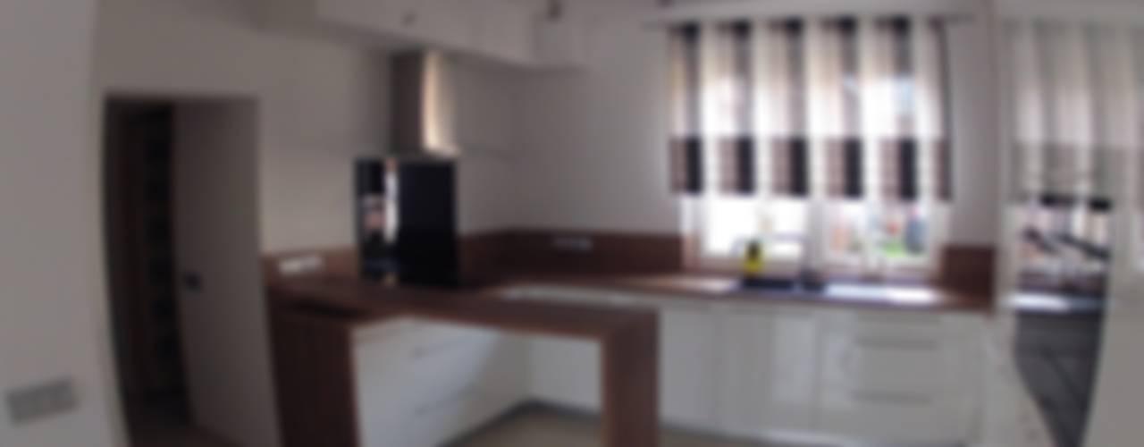 Nhà bếp theo STUDIO BB ARCHITEKCI TOMASZ BRADECKI, Hiện đại