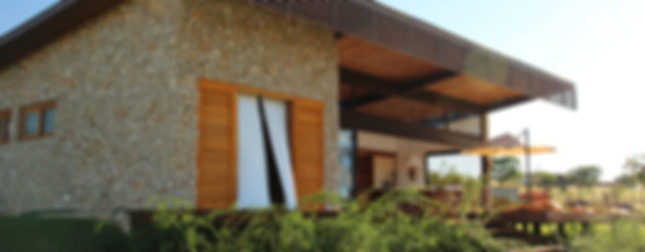 Casas de estilo rural por Ambienta Arquitetura