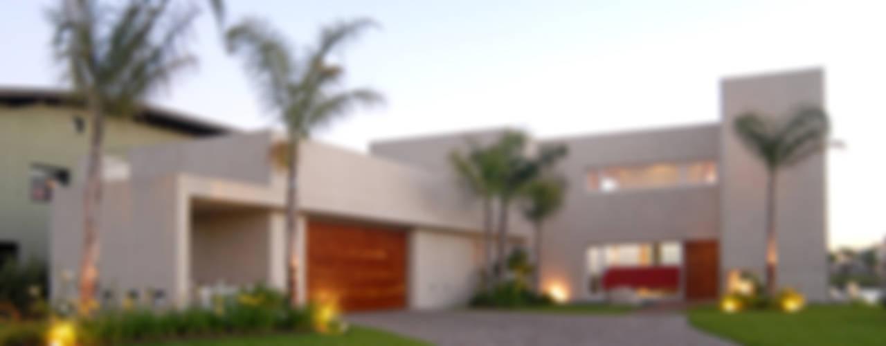 Ramirez Arquitectura Casas de estilo minimalista Madera maciza Beige