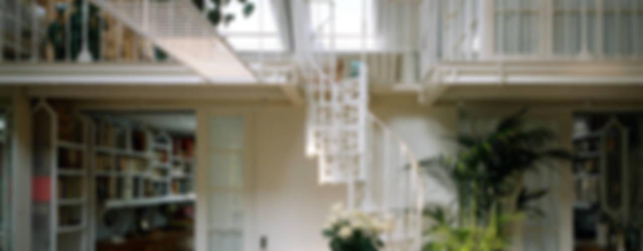 Abitazione a Brera, Milano: Soggiorno in stile  di VITTORIO GARATTI ARCHITETTO