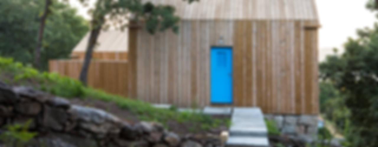 Moinhos da Corga : Casas  por Escritorio de arquitetos,
