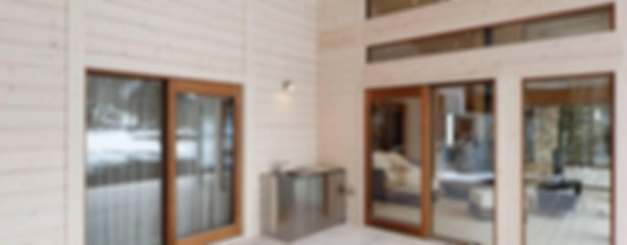 Puertas y ventanas escandinavas de 株式会社山崎屋木工製作所 Curationer事業部 Escandinavo