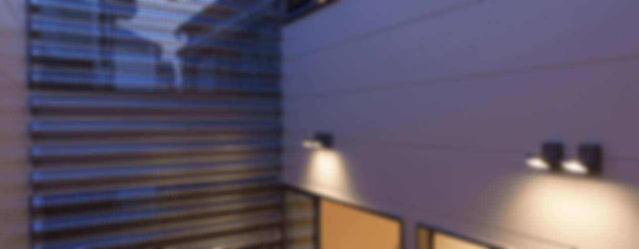 U建築設計室의  베란다, 미니멀