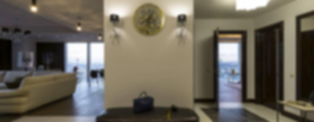 Из Москвы в Санкт-Петербург , 2012 год реализации.: Коридор и прихожая в . Автор – Дизайн-бюро'Гармония'
