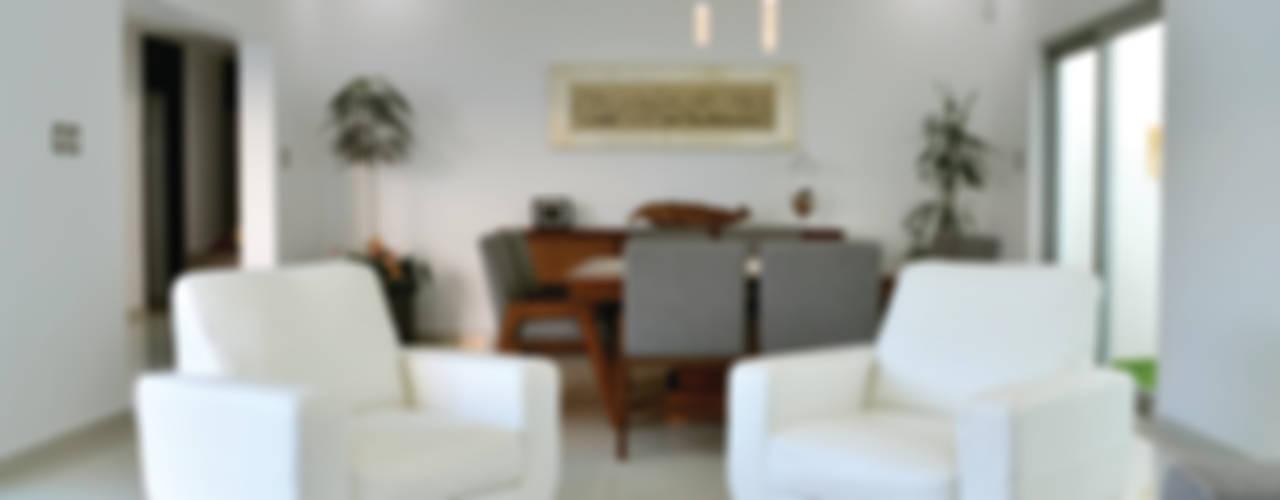 CASA IVANNA Salones modernos de OBRA BLANCA Moderno