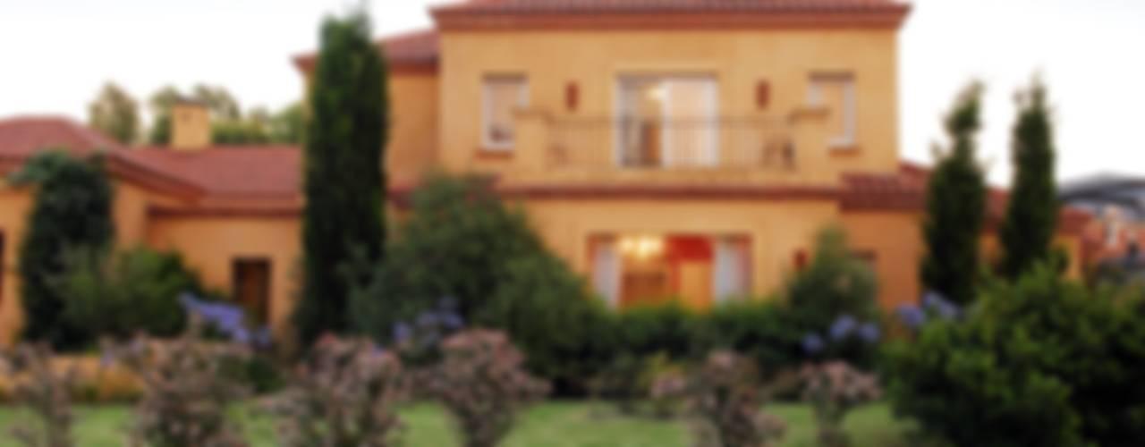 Casa Martindale: Casas de estilo  por JUNOR ARQUITECTOS