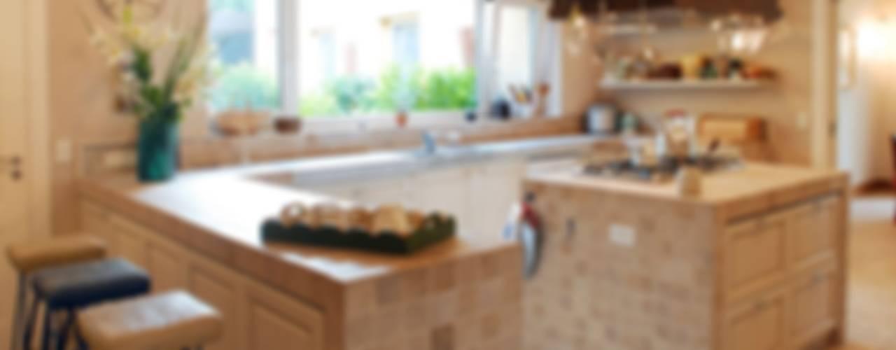 Projekty,  Kuchnia zaprojektowane przez JUNOR ARQUITECTOS