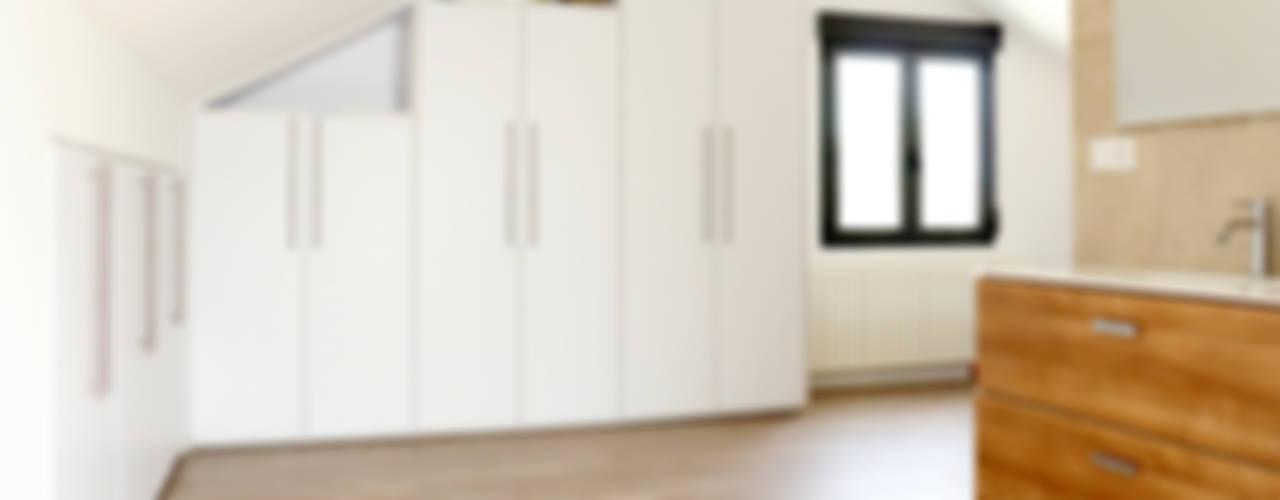 Dormitorios modernos: Ideas, imágenes y decoración de acertus Moderno
