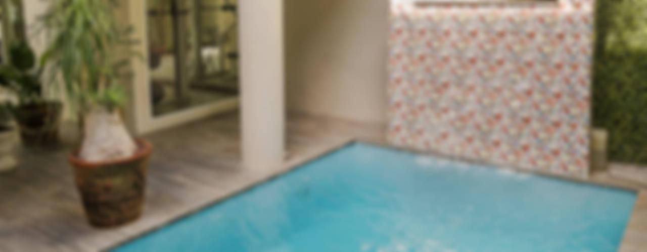 """Proyecto Residencial """"La Ramona."""" Albercas eclécticas de PORTO Arquitectura + Diseño de Interiores Ecléctico"""