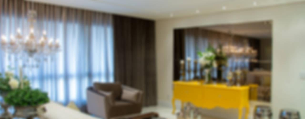 غرفة المعيشة تنفيذ Michele Moncks Arquitetura