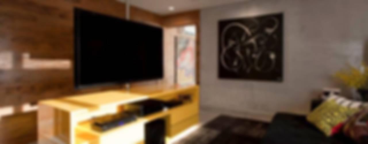 Salas multimedia de estilo  por Marcelo Rosset Arquitetura