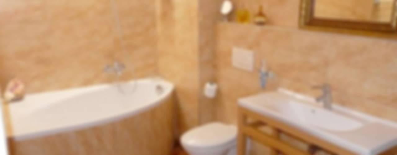 FACHALETAS DECORATIVAS DE POLIURETANO EN BAÑOS : Baños de estilo  por ENFOQUE CONSTRUCTIVO