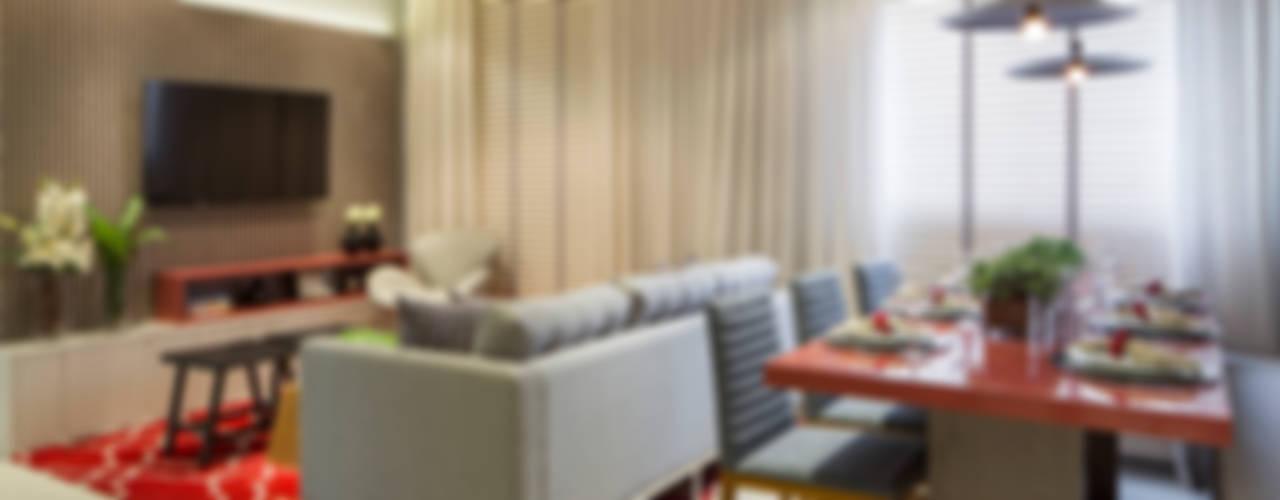 现代客厅設計點子、靈感 & 圖片 根據 SESSO & DALANEZI 現代風
