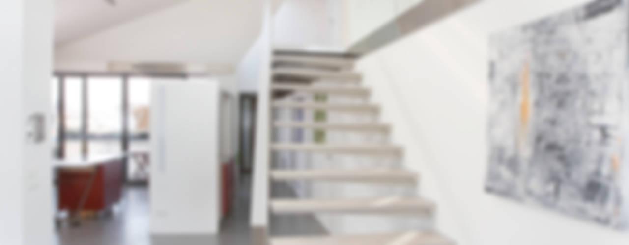 DACHGESCHOSS S _ WIEN Moderne Wohnzimmer von ATELIER WIENZEILE Tintscheff ZT-KG Modern