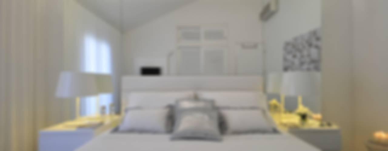 Camera da letto in stile in stile Moderno di Leonor Moreira Romba - Arquitecturas