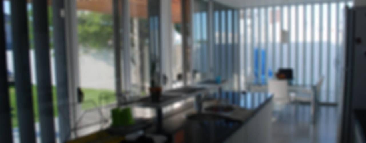 Casa en Manatiales - Casa del músico: Cocinas de estilo  por barqs bisio arquitectos