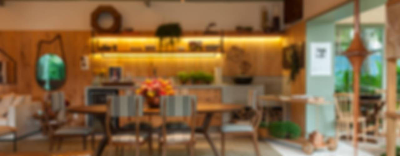 Ruang Makan oleh Marina Linhares Decoração de Interiores, Tropis