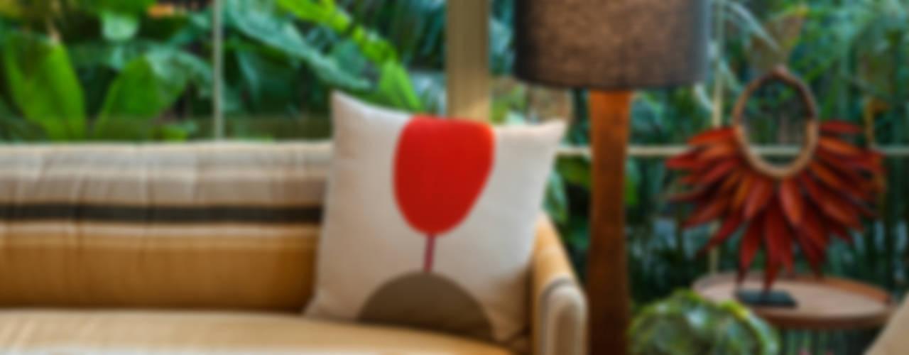 Salas de estar tropicais por Marina Linhares Decoração de Interiores Tropical
