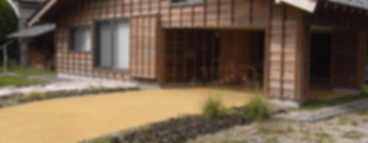 Casas de estilo  de 一級建築士事務所マチデザイン, Asiático