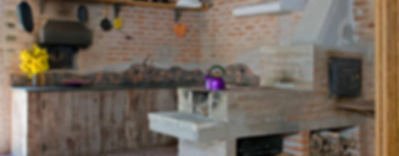 Rustikale Küchen von Carlos Bratke Arquiteto Rustikal