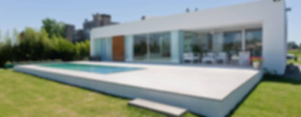 Houses by VISMARACORSI ARQUITECTOS