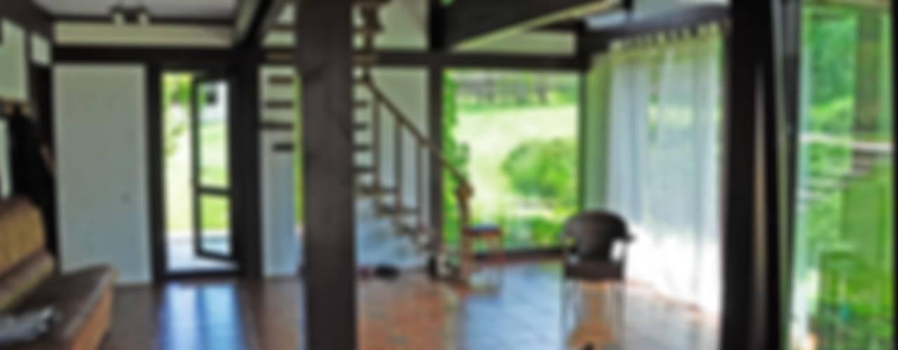 Дом в Крыму: Гостиная в . Автор – Олег Чистяков, Рустикальный
