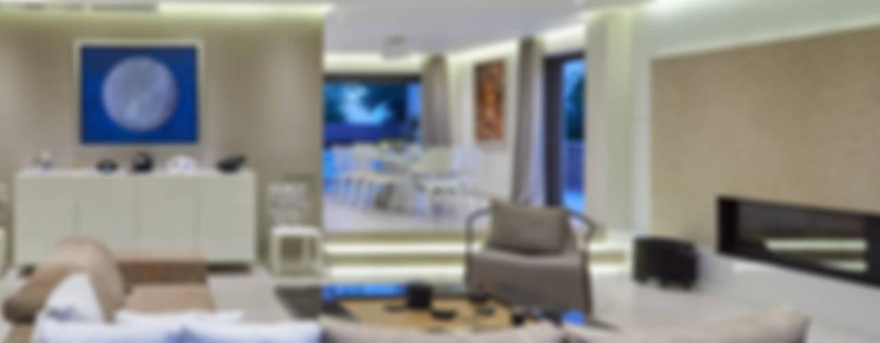 Дом в Афинах Гостиные в эклектичном стиле от ООО 'Студио-ТА' Эклектичный