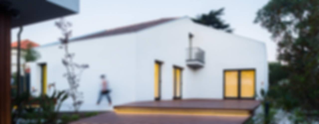 Consulado da República da Namíbia Casas modernas por a caixa negra Moderno