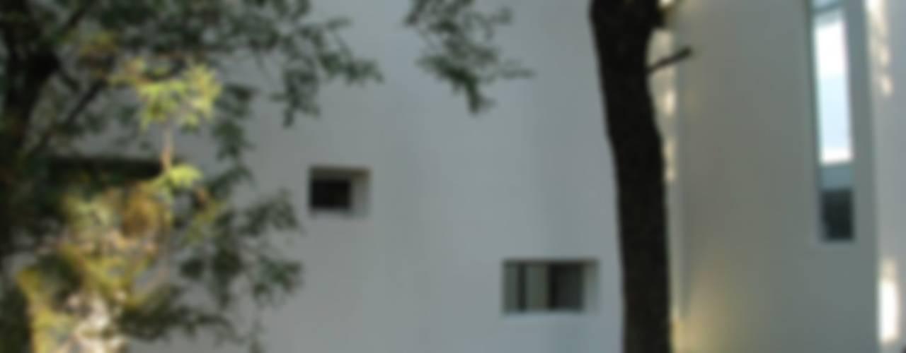 モダンな 家 の FKB ARQUITECTOS モダン