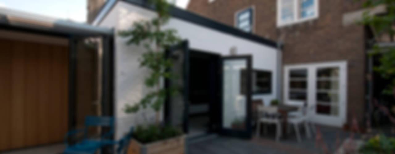 VERBOUWING WOONHUIS HELMOND - 281013 Moderne huizen van JANICKI ARCHITECT Modern