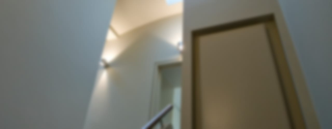 London Mews House Modern corridor, hallway & stairs by FALCHI INTERIORS LTD Modern