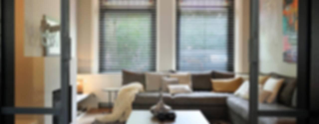 Salon moderne par choc studio interieur Moderne
