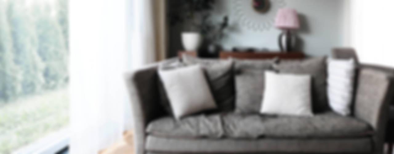 Mieszkanie? Naturalnie!: styl , w kategorii Salon zaprojektowany przez IDeALS | interior design and living store