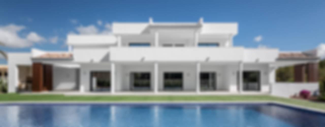 UNA VILLA DE LUJO EN MORAIRA Casas de estilo mediterráneo de Laura Yerpes Estudio de Interiorismo Mediterráneo