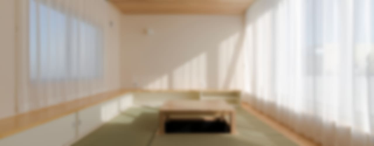 Woonkamer door 有限会社 宮本建築アトリエ