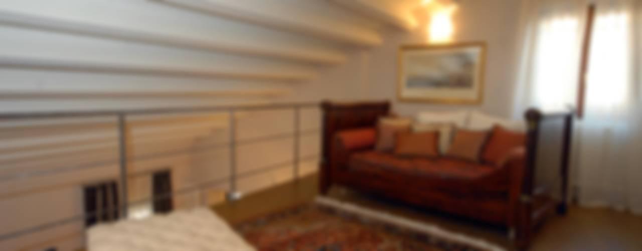 residenza a rimini Soggiorno moderno di bilune studio Moderno