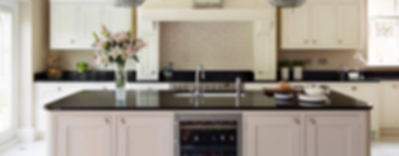Tillingham | A Classic Family Kitchen Cozinhas clássicas por Davonport Clássico