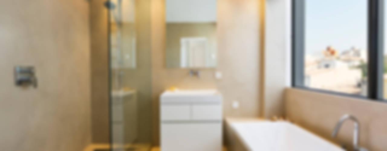 Salle de bain moderne par ISLABAU constructora Moderne