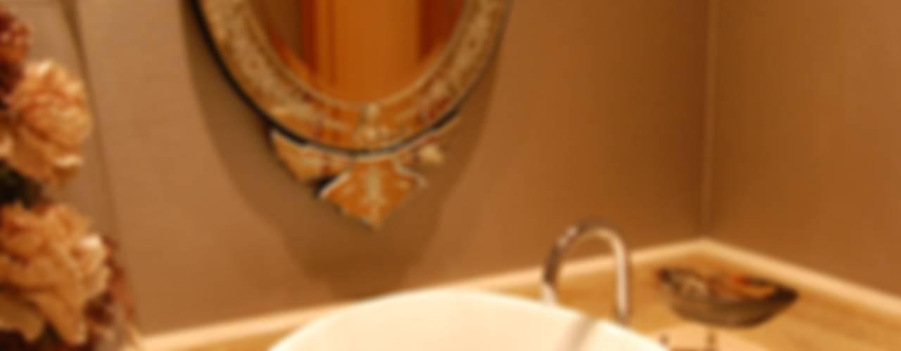 Eclectic style bathroom by Critério Arquitectos by Canteiro de Sousa Eclectic